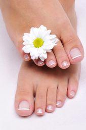 Fußnagelmodellage mit Gel oder künstliche Fußnägel