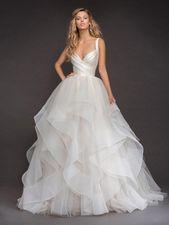 Mit freundlicher Genehmigung von Hayley Paige Wedding Dresses von JLM Couture #coutureweddingdresses