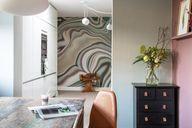 In je eethoek wil je het niet al te druk hebben, maar een aparte blikvanger in de keuken of in de hal kan vaak wel. Doe eens iets onverwachts en kies voor een apart behang is mooie kleuren, die natuurlijk wel elders in huis terugkomen. Hier zie je de kleuren van Painting the Past op de muren in combinatie met een mural van RebelWalls. Durf jij ook? Bel STYLING22 voor leuke tips! #fotobehang #kleuradvies #interieuradvies #interieurstylist #wooninspiratie #kleurinspiratie #interior