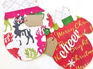 Holiday Mitten Gift Card Holder  - The gift card giving season is among us! ( = Seriously, give those Amazon, Target and Apple gift cards to your friends and family with a little something extra. These handmade gift card holders are a super cute and convenient way to share some holiday cheer. Theres a place to securely add your card and space to leave a sweet holiday message!