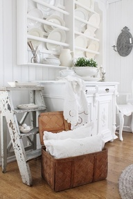 VIBEKE DESIGN: White