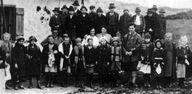 Wittgenstein mit seinen Schülern in Puchberg 1925
