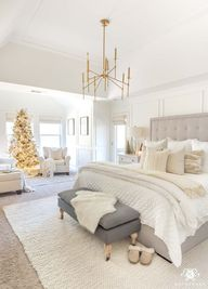 Cozy White Christmas Bedroom with neutral throw pillows and bedding. Love the gold Christmas decor and gold decor accents! #masterbedroom #bedroomdecor #christmasdecor #christmasdecorating