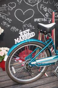 vintage bike at wedd