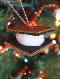 Love the great outdoors? Deck out your tree with mini smores and campfires.