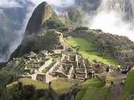 00 – Machu Picchu, es nuestro emblema de esta nueva carpeta cultural – La Historia de los Patrimonios de la humanidad. La ciudadela inca de los misterios insondables flota entre el incomparable cielo azul y el verde la selva esperanza del Perú.
