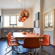 Een zakelijk interieur hoeft niet saai te zijn. Met een beetje kleur en de juiste accessoires maak je elke vergader- of wachtruimte gezellig #kleuradvies #interieuradvies #interieurstylist #styling #kleurinspiratie #interior #interieur #interieuradvies #zakelijkinterieur #kantoor