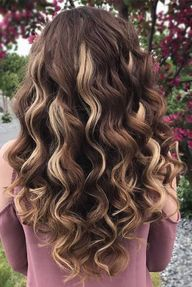 Long hairstyles are so much fun! If you are looking for inspiration in order to create new dos for your long tresses, you've come to the right place! #hairstyles #longhair #longhairstyles #wavyhair #balayage