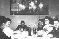 The Wittgenstein family in Hochreit. From left to right: the housemaid Rosalie Hermann, Hermine Wittgenstein, grandmother Kalmus, Paul Wittgenstein, Margarete Wittgenstein, Ludwig Wittgenstein