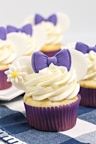 Check Out These Super Cute #DaisyDuck Disney Bound Minnie Cupcakes!