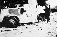 May 1940: demolished armoured car at M38 on the Nenijtocomplex in Rotterdam.