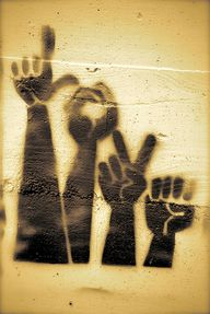 hands graffiti stree