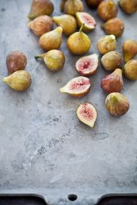 Figs on a stone cutt