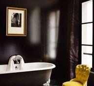 Black walls - Hotel Amour, Paris