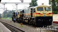 PUNE WDG4 12706 and