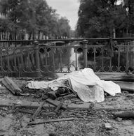 May 11 1940. A bomb that was dropped by a German bomber aircraft, after being hit by anti-aircraft artillery at Sloterdijk, landed on a row of terraced houses along Blauwburgwal in Amsterdam. As a result of the bombing 44 civilians died. #amsterdam #worldwar2