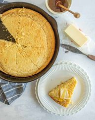 This easy sour cream cornbread recipe makes a slightly dense and moist cornbread with just the right amount of sweetness! This cornbread is not too crumbly and goes perfectly with a bowl of soup or chili. Its a cinch to make and comes out delicious every single time with hardly any effort to make! Thats a dinner win if Ive ever heard of one. #sourcreamcornbread #cornbread #easycornbread #homemadecornbread #cornbreadrecipe #cornbreadtips
