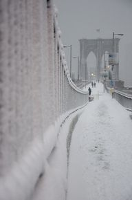 Brooklyn Bridge snow