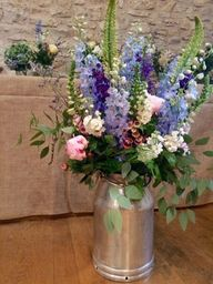 Bristol florist The Rose Shed shows wedding flowers at Folly Farm.
