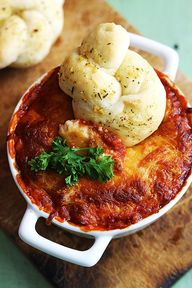 Cheesy, saucy lasagn