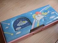 Straight out of 1987, Septembergirl's (me) vintage Hello Kitty Little Twin Stars pencil case. Double-sided too!