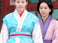 Lee Bo-young  in Korean dress