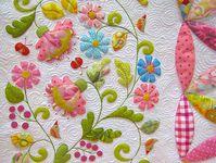 costuras hermosas y aplicaciones en tela que hacen que cambien las prendas de una manera total ademas un poco de patchwork  y algo más ...... a trabajar se ha dicho.