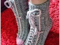 Foot- and ankle warmers / Socks of all sorts, slippers and legwarmers