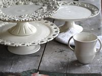 Cake and Pie Stands-Carriers-Dishes