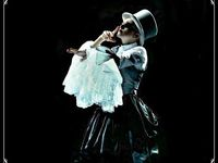 MaDoNnA  ON ToUrR vergin and who s that girl tour !!! / madonna  best wuman singer ever !!!!!!!!!!!