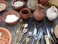 Cuisine  et alimentation romaine / patinas, verres, fours, meules et autres ustensiles mais aussi recettes et plats aux saveurs miellés.