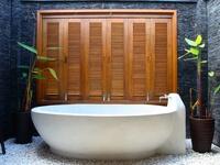 Outdoor Shower / Bath