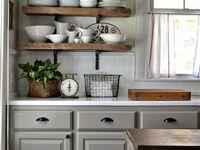 Keittiö / Vanhoja  valkoisia keittiöitä