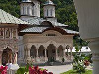 Mânăstiri, biserici