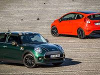 TEST Mini Cooper versus Ford Fiesta Red Edition – Taste the Rainbow