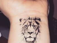 1000 bilder zu lion tattoo auf pinterest l wen t towierung gr ne augen und bleistiftzeichnungen. Black Bedroom Furniture Sets. Home Design Ideas