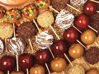Delicious desserts: Caramel Candy Apples, welcome fall!