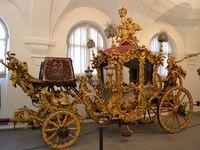 これはどう見ても後ろに三人乗ってる 謎 うーん 奥が深い 御者の搭載人数のルール 形も何が何台あるか御存じの方は教えてください 調べないと眠れないかも 馬車 そり 17 世紀