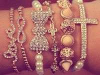 Accessories/jewelry/bags..etc.