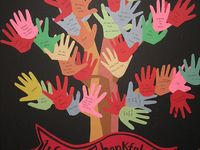 Thanksgivings bulletin board ideas  / Thankful tree