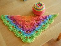 Scalloped Triangle Shawl Crochet Pattern : 1000+ images about German scalloped triangle shawl on ...
