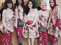 Indonesia Tradition Dress