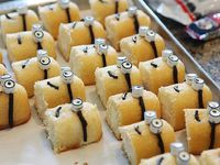 I think I want to make these for MY birthday! How to Make Despicable Me Minion Cupcakes Twinkie Edition - Cupcakepedia