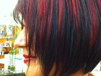 Kurze mit roten strähnen schwarze haare Schwarze Kurze
