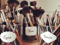 Look here for awesome ideas to organize your makeup / instagram: trini.toledo
