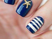 uñas azul eléctrico