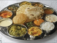 Traditional Indian dishes Vegetarian Indian Food Indian Cuisine ...