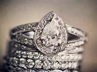 Düğün - nişan - söz - özel günler- gelin buketi-gelin saçı- gelinlikler- tektaş yüzükler- masa süslemeleri -düğün detayları - wedding details- diamond rings- chairs-table decoratıons
