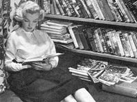 Marilyn Monroe and her love of books.