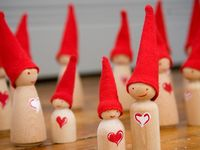 Peg people and clothespin dolls